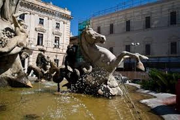 Fontana diana alfio di mauro palazzi di pregio for Fontana artificiale